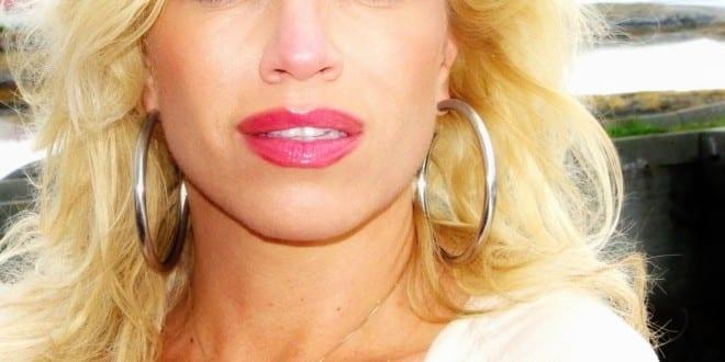 """Portrett: """"Ser ut som Pamela Anderson"""""""