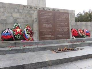 (Foto: Krigsminnesmerke i nærheten av Sevastopol, Krim)