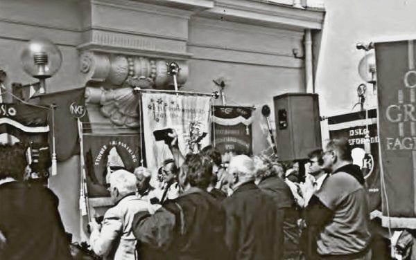 Avduking minnesmerke for de falne for OsvaldGruppa 1995 Nanna Segelcke Krigens