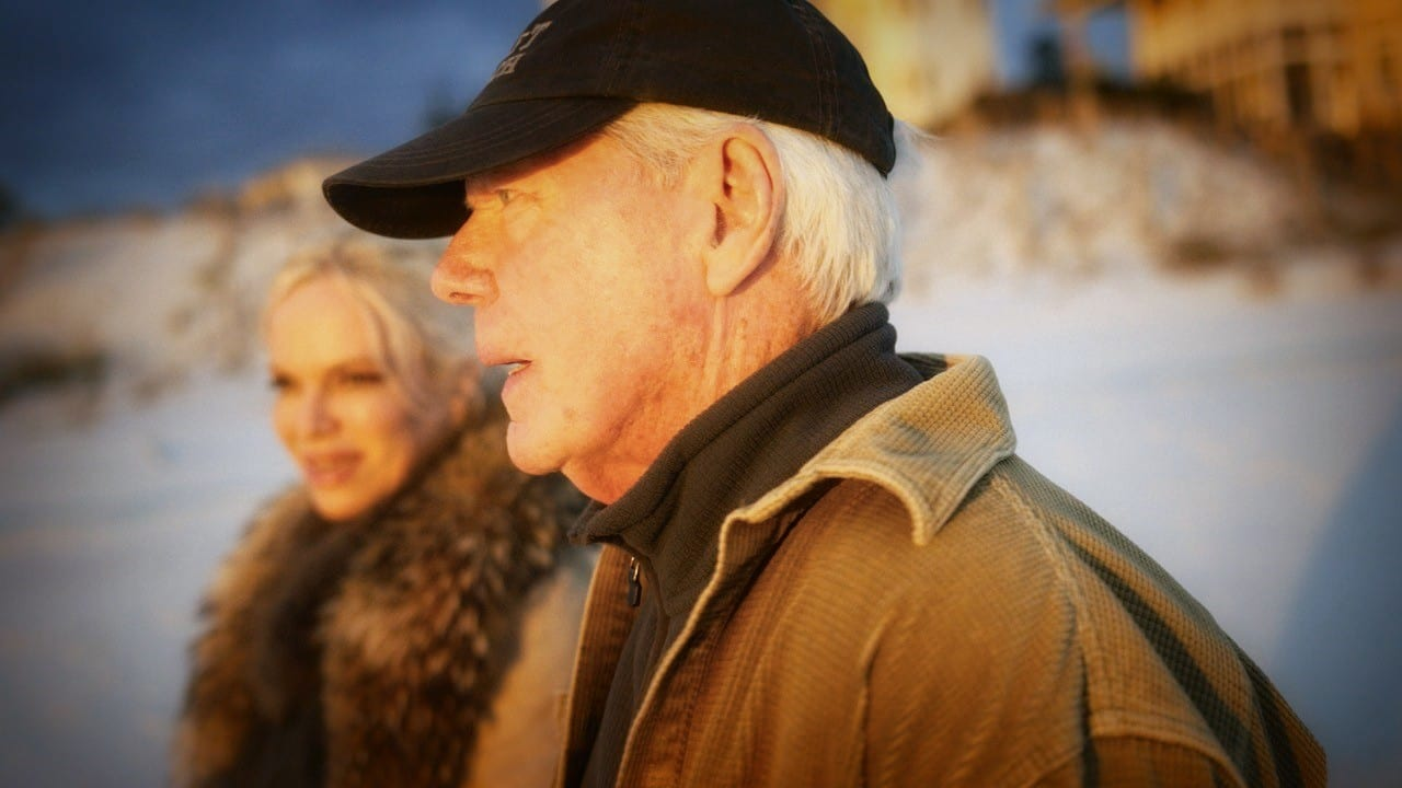 2021 predictions from an expert on Russia, China Paul Craig Roberts on the beach with Hanne Herland