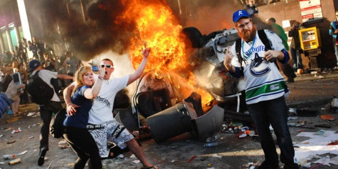 Russisk TV rapporterer med fryd kaoset i USA: Mafia Bananrepublikken:- Gerald Flurry